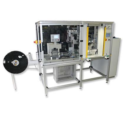 automatische Kabelzufuhr an Bügellötautomat