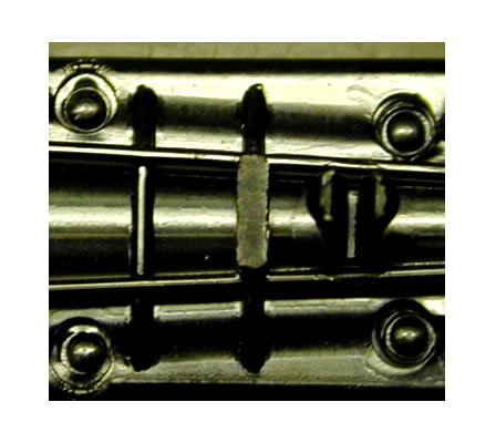 Laserheißverstemmen von Pins