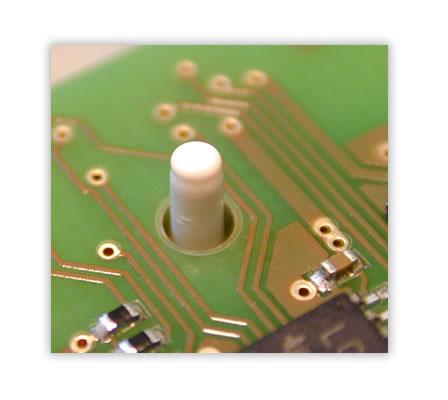 Hei�verstemm-Anwendung zur Fixierung einer Leiterplatte in einem Kunststoffk�rper.