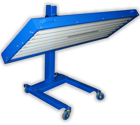 Hochleistungs UV-Bestrahlungsfeld mit 8 leistungsstarken 200W Leuchtstoffr�hren.
