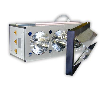 UV-Strahler mit drei runden Reflektoren und drei 1000W Strahlern.